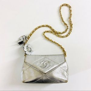 CHANEL VINTAGE SILVER QUILTED BAG
